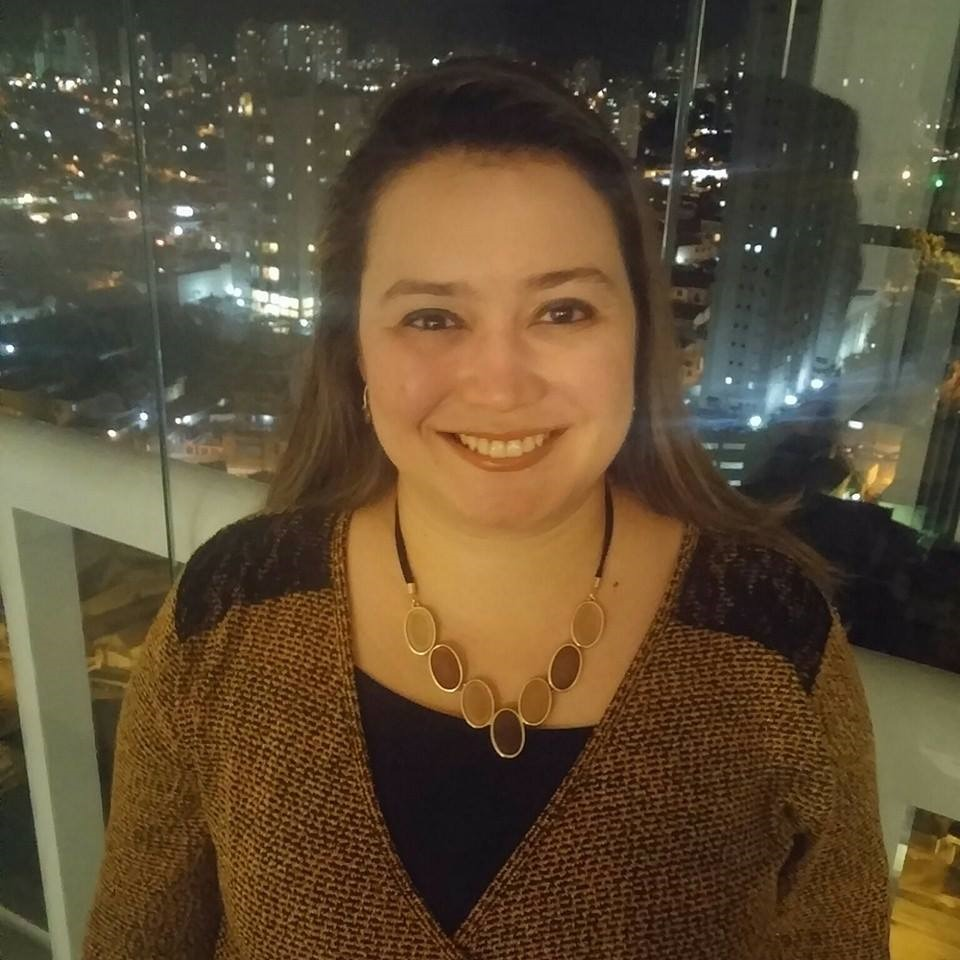 Profª Francine Hoki do Curso de Reiki Cristalino